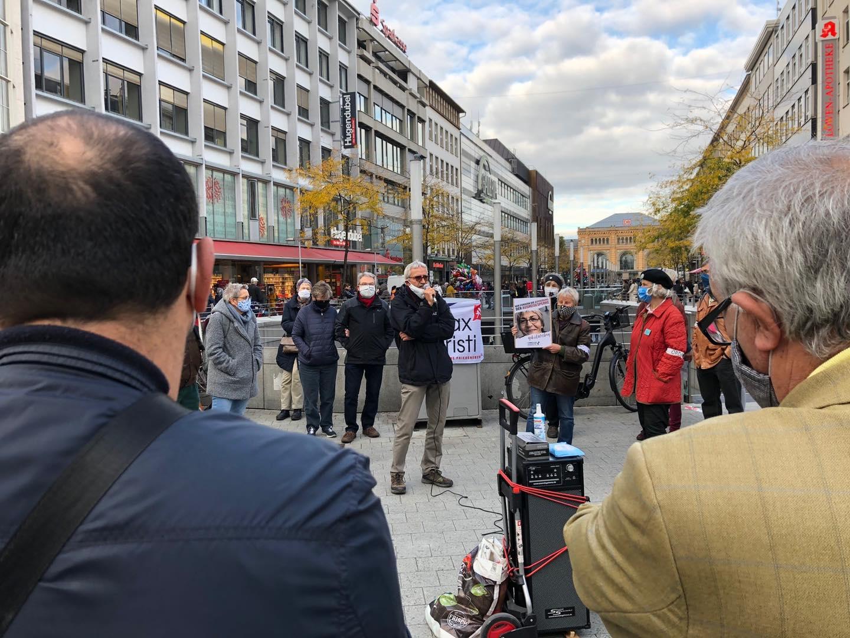 Menschen bei einer Demo.
