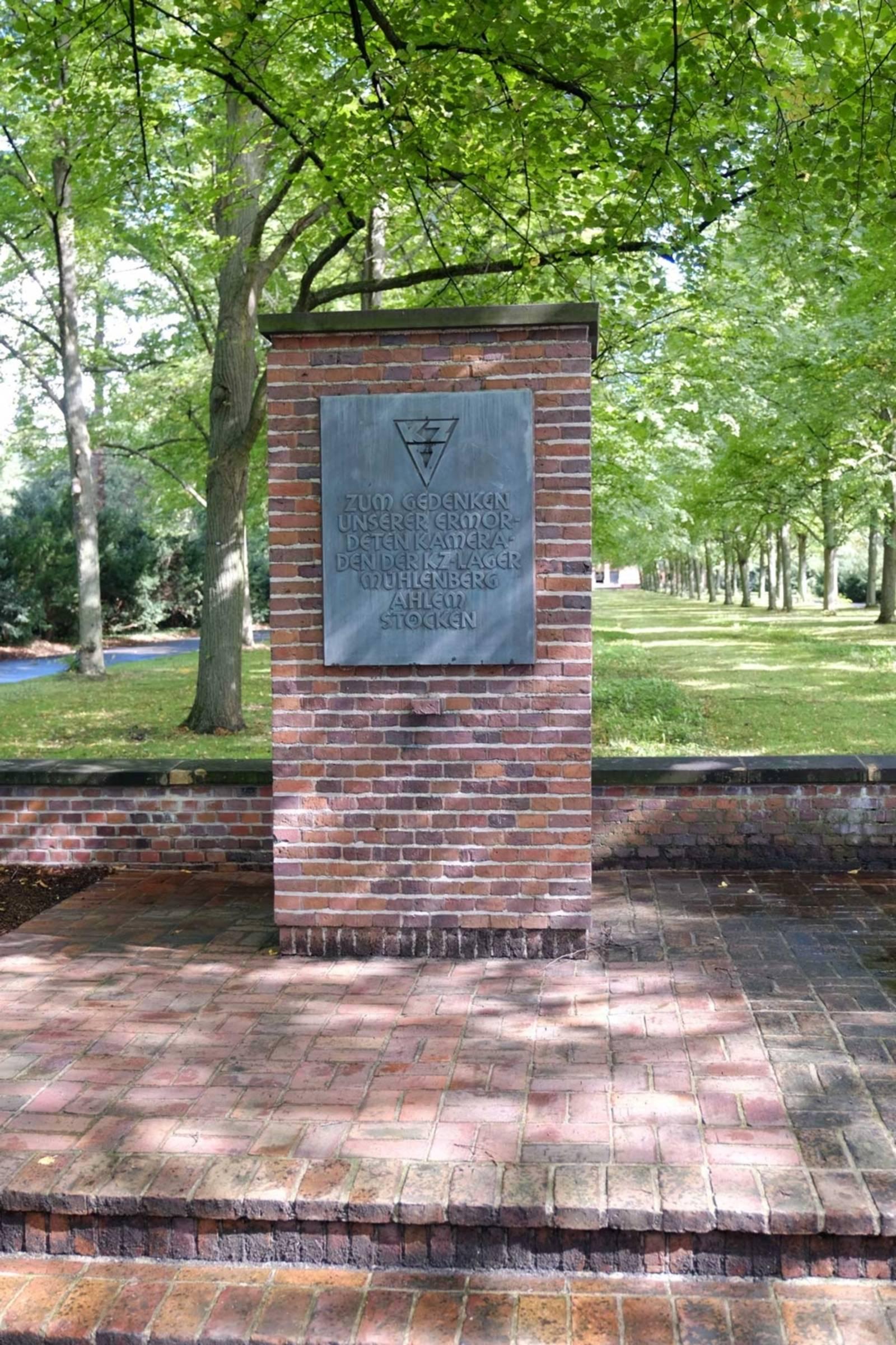 Das 1947 von ehemaligen KZ-Häftlingen errichtete Mahnmal für die Opfer der hannoverschen Konzentrationslager auf dem Friedhof Seelhorst