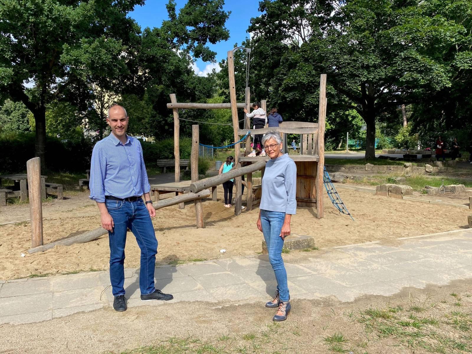 OB Belit Onay und Susanne Frischen, Bereichsleitung Kinder- und Jugendarbeit