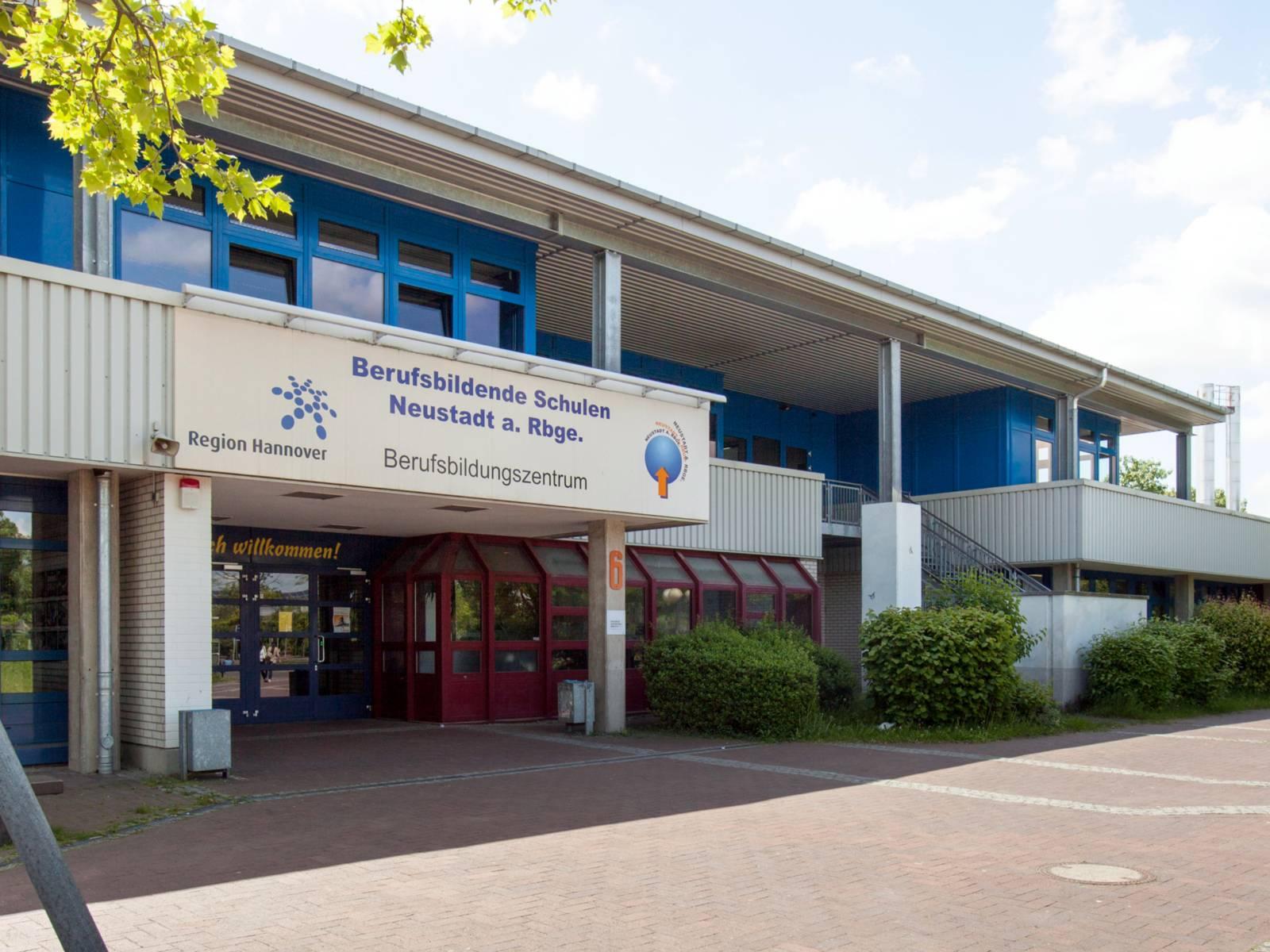 Blick auf das Berufsbildungs-Zentrum der Berufsbildenden Schule Neustadt am Rübenberge.