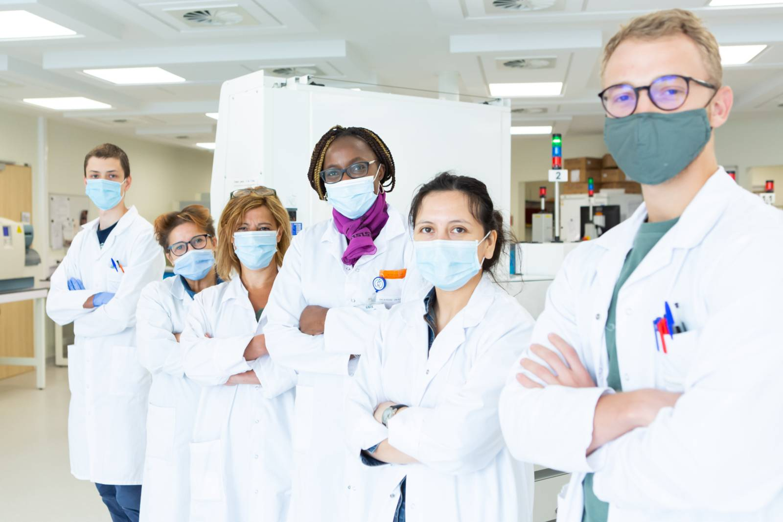 Dr. Véronique Yvette Miendje Deyi and her team working in their laboratory