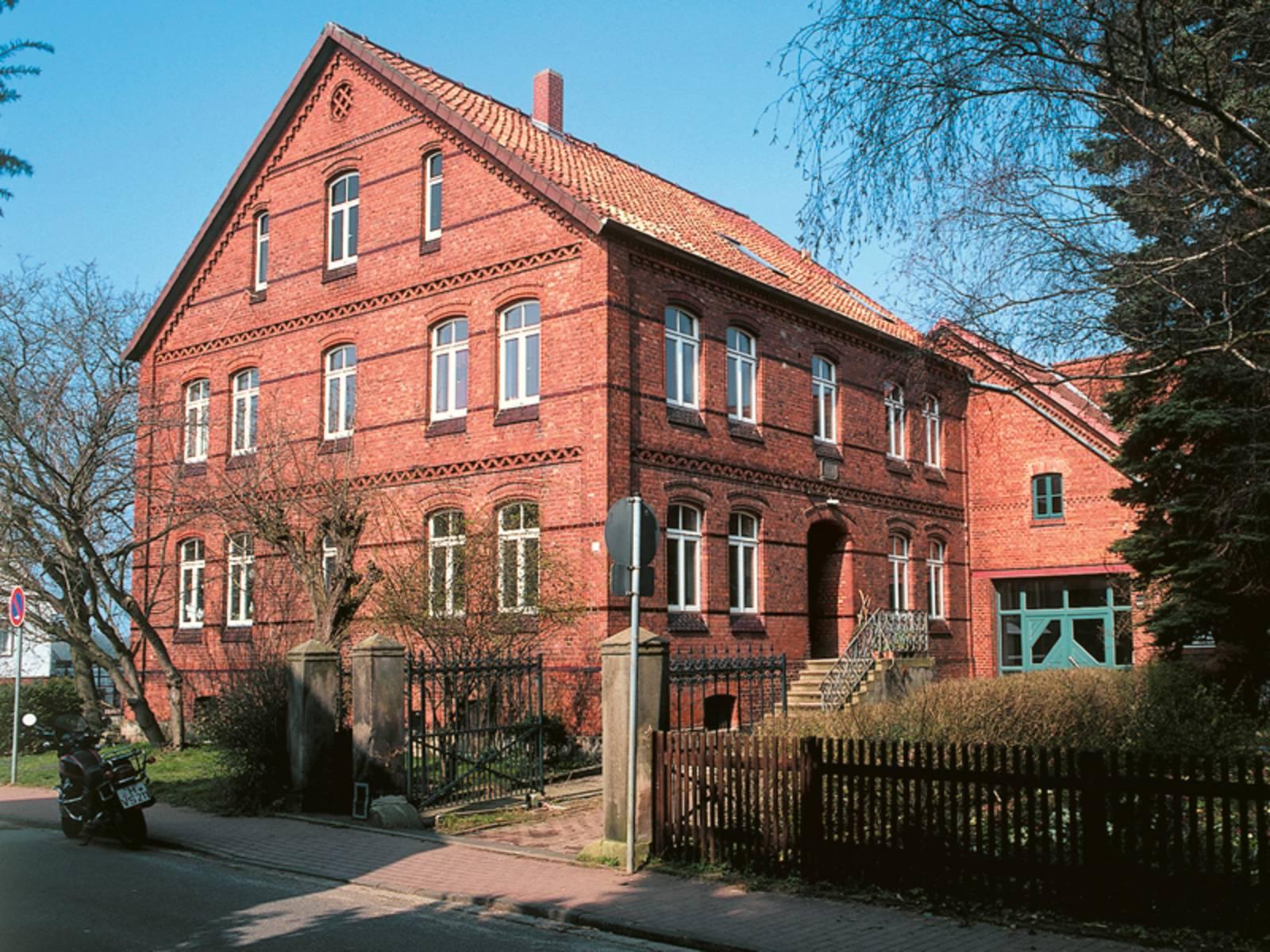 Älteres Gebäude aus rotem Backstein