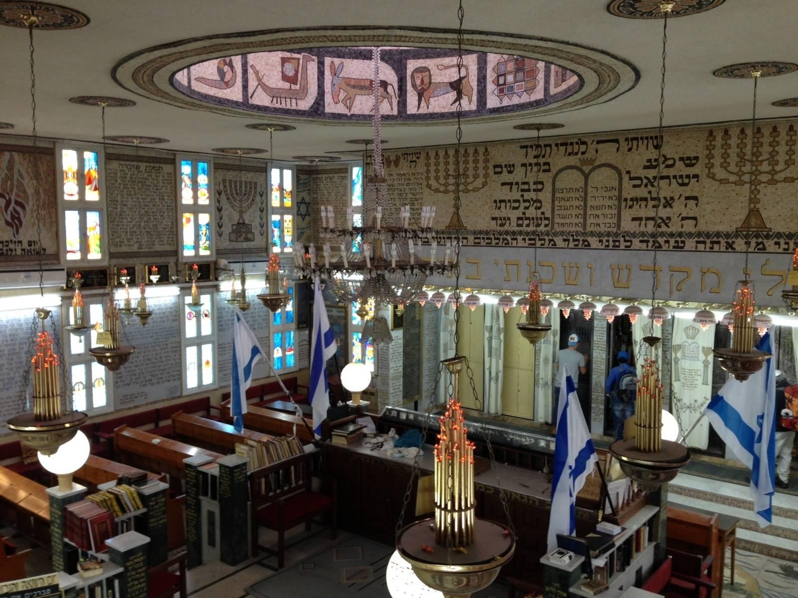 Im Inneren der Synagoge von Akko