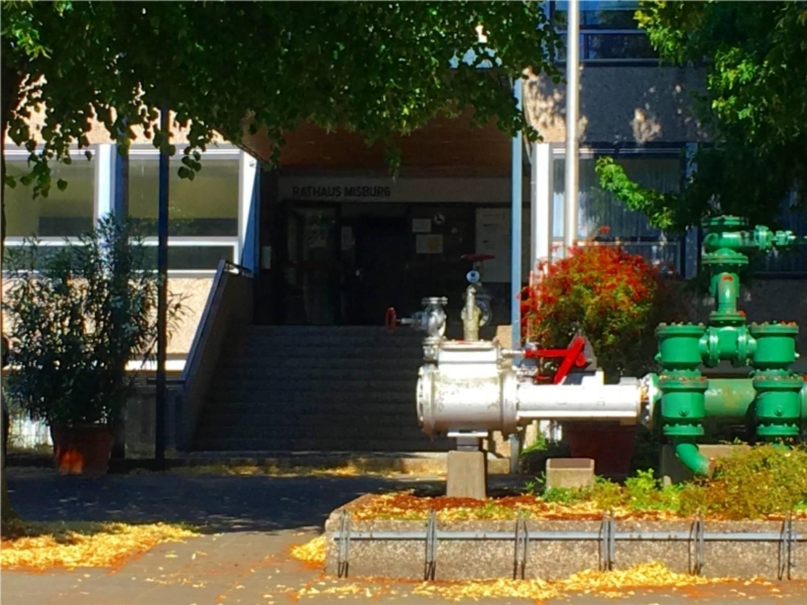Rathaus und Stadtbibliothek Misburg.
