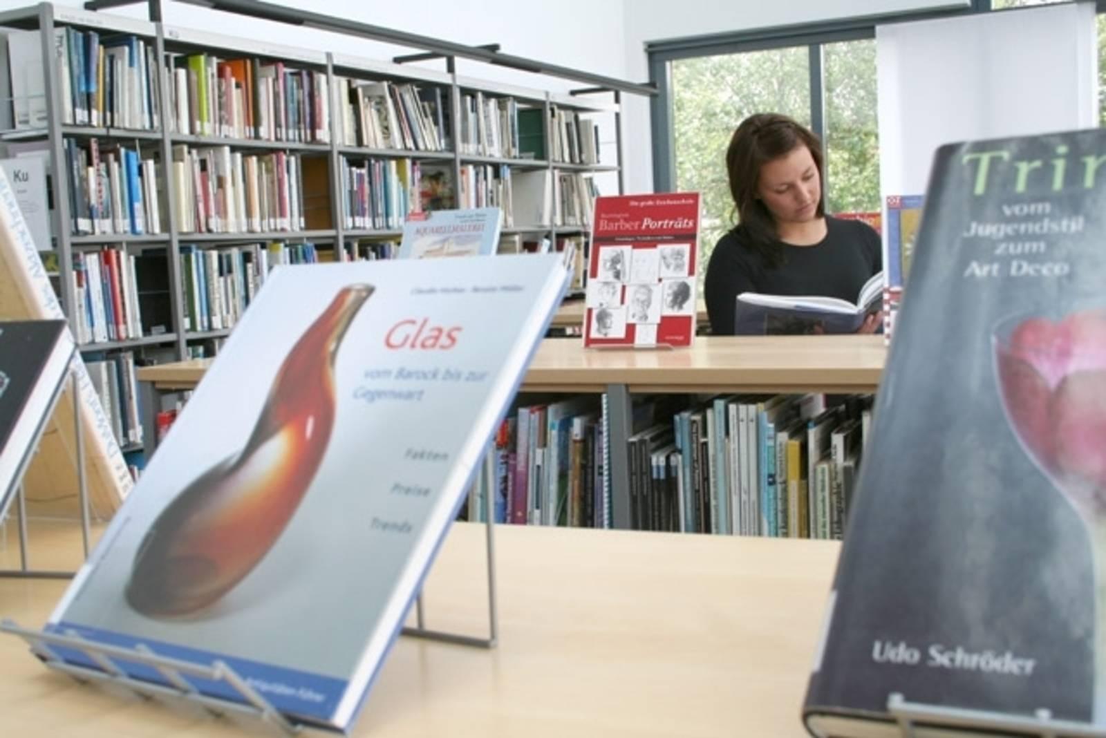 Lesen in der Stadtbibliothek