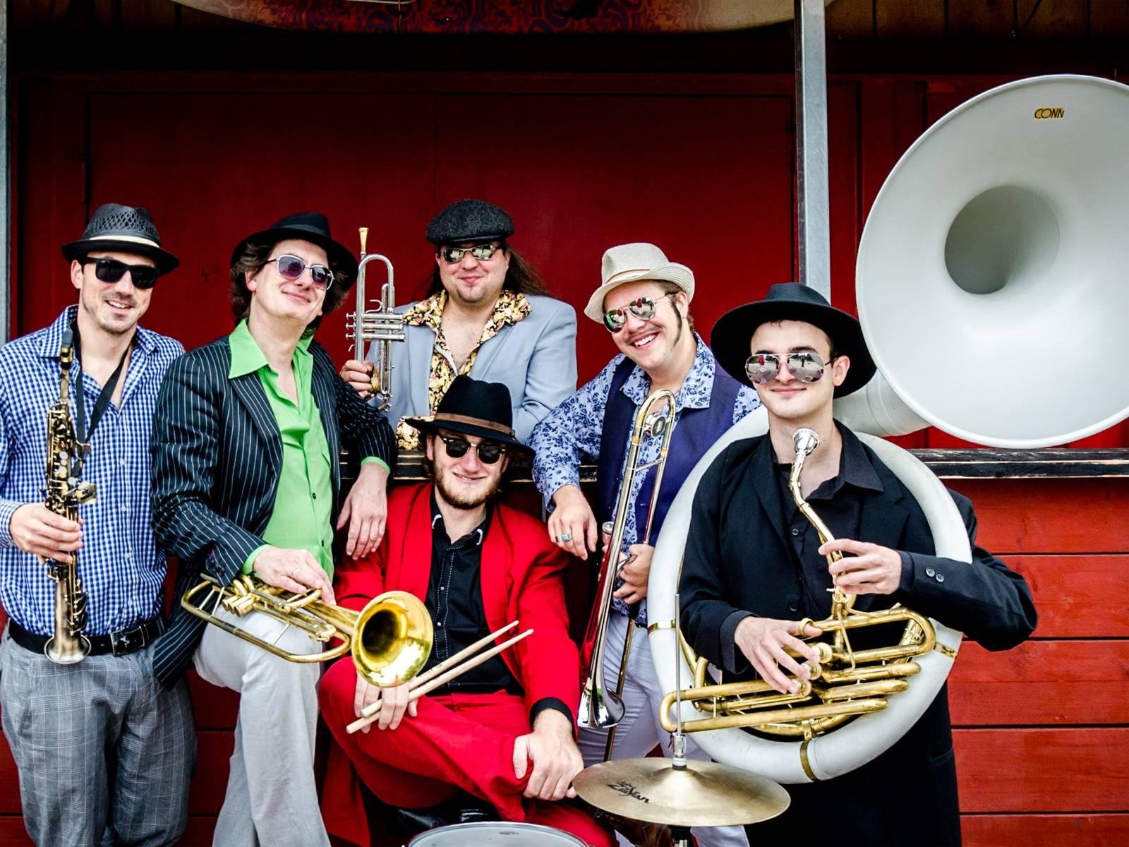 Brazzo Brazzone: Italo-World-Groove Brass Band