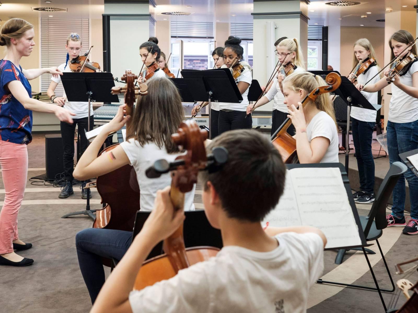 Die jungen Streicher*innen bei der Fête de la Musique 2016.