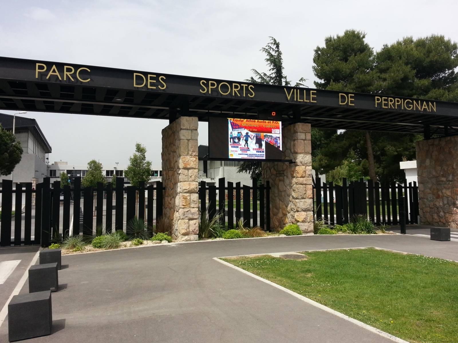 Eingang zu einem Sportpark.