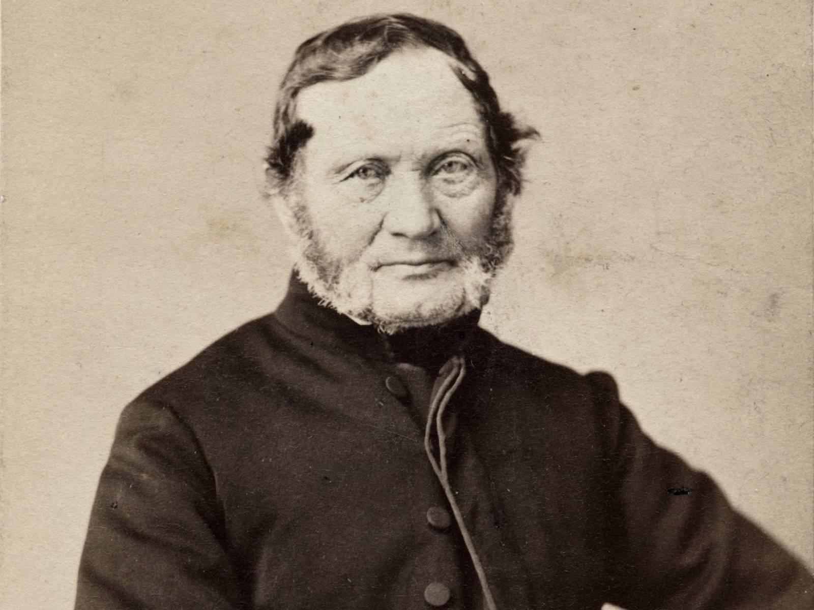 Historische Fotoaufnahme von Hermann Wilhelm Bödeker mit grauem Backenbart