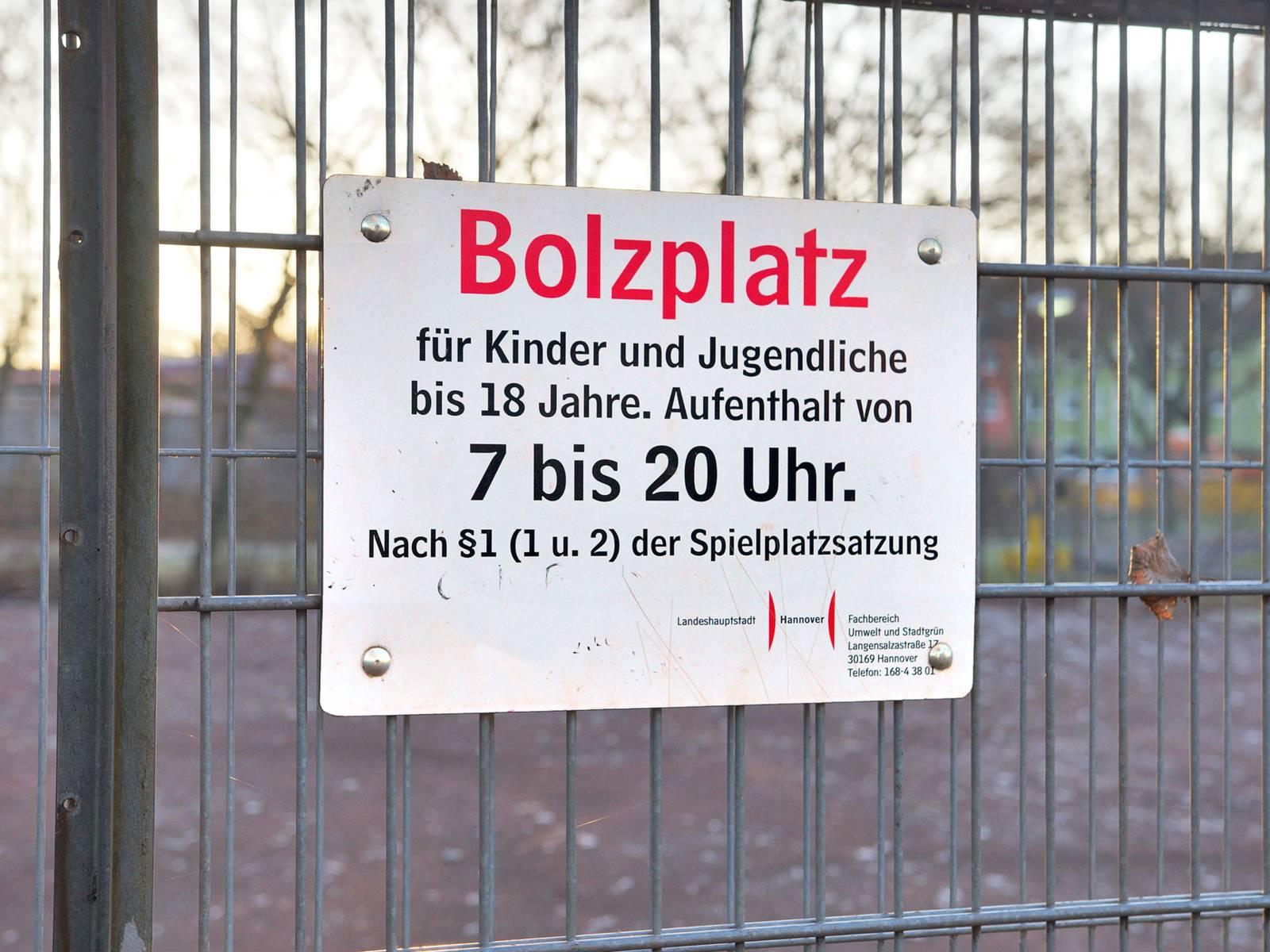 Hinweisschild Bolzplatz