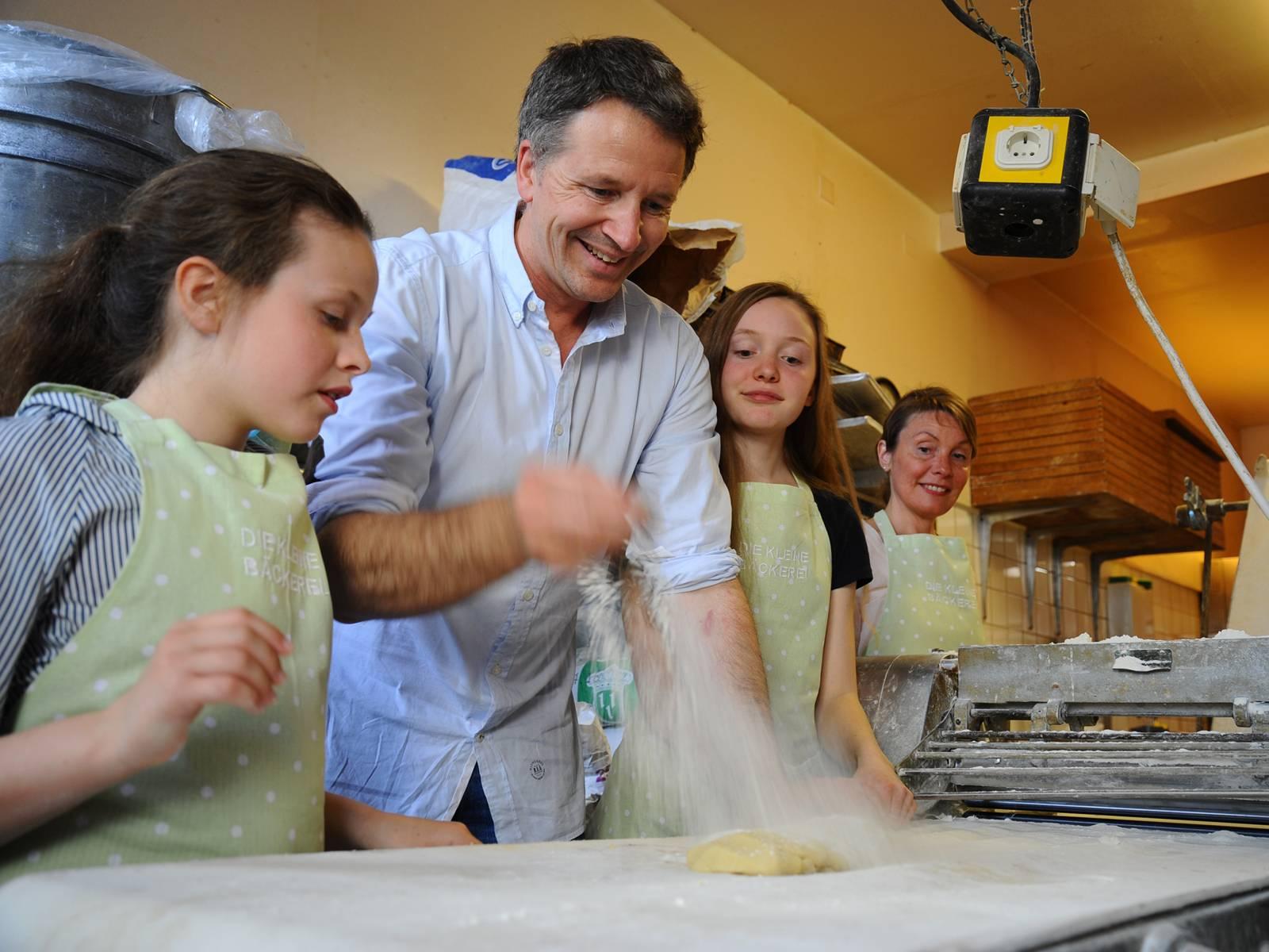 Familie in der Bäckerstube