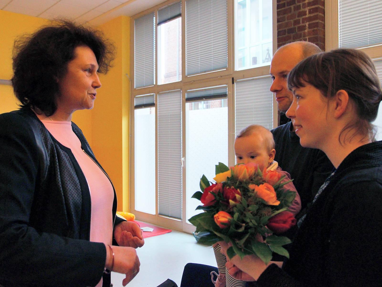 Rita-Maria Rzyski im Gespräch mit einer der Gewinnerfamilien