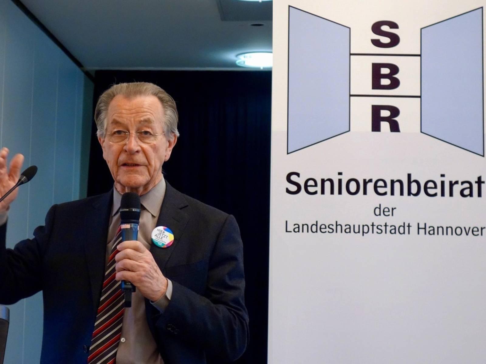 Franz Müntefering spricht auf der Delegiertenversammlung des Seniorenbeirates der Landeshauptstadt Hannover.
