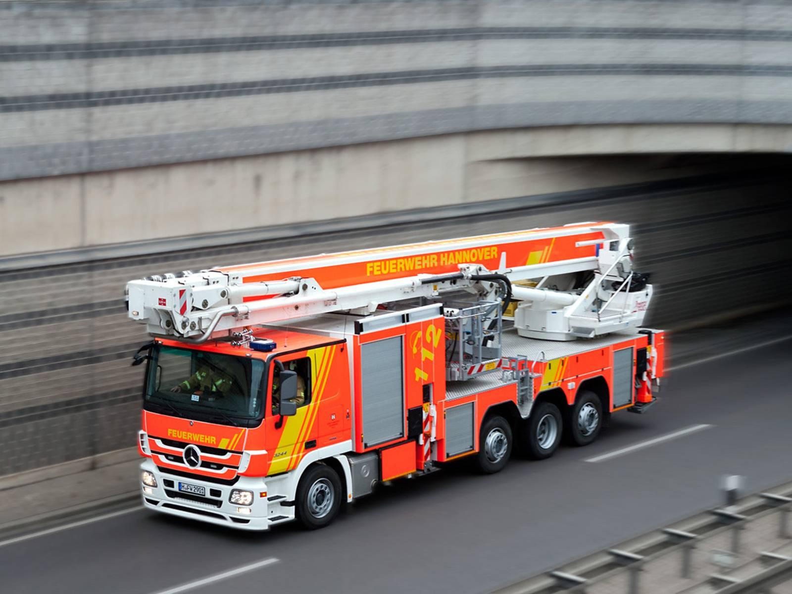 Teleskopmastbühne der Feuerwehr Hannover