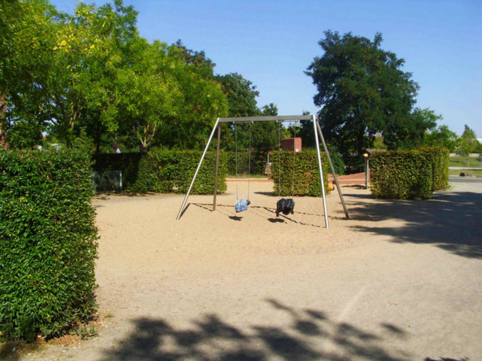 Zwei Schaukel auf dem Spielplatz Möhringsberg
