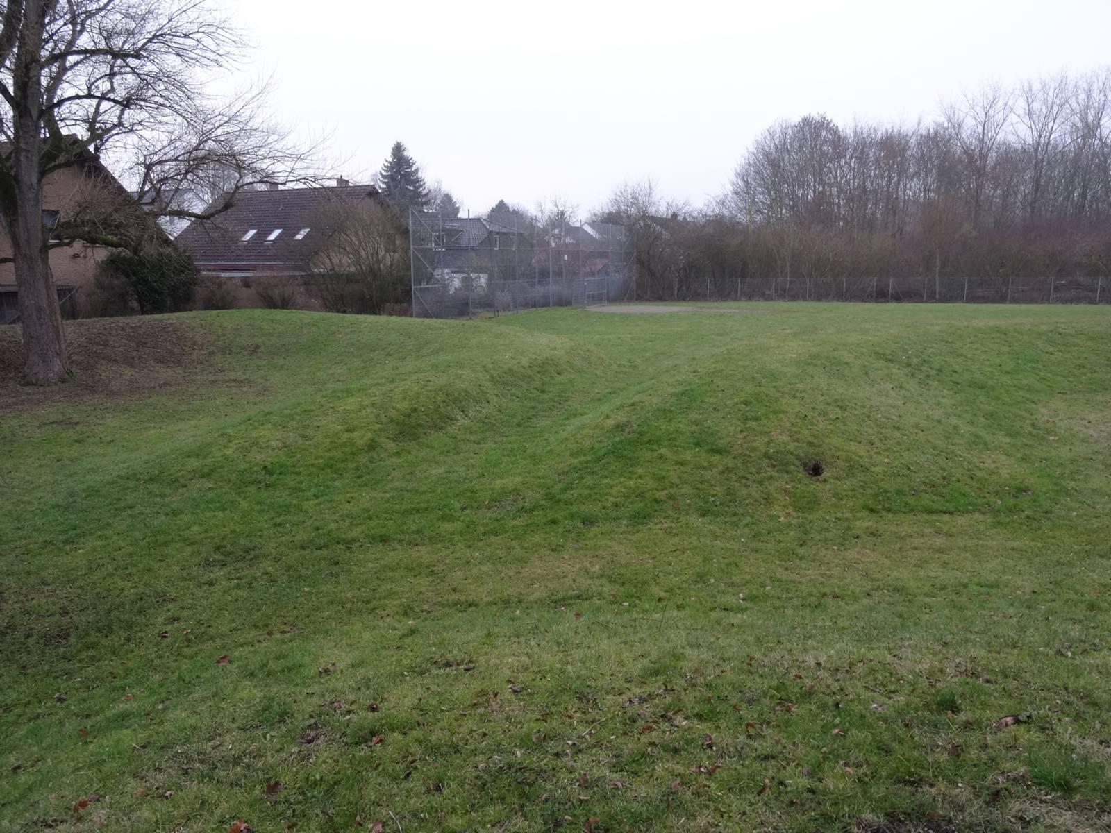 Eine weitläufige Rasenfläche.