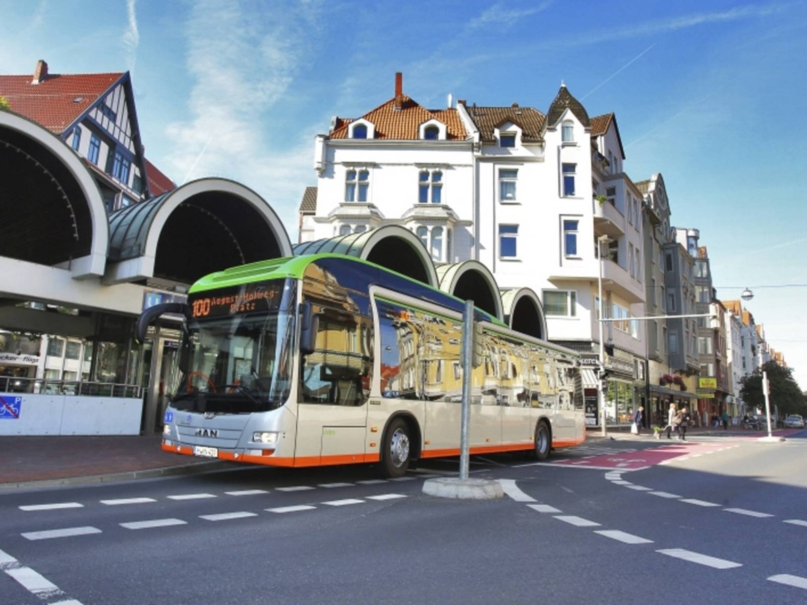 Hybridbus der Uestra am Lister Platz