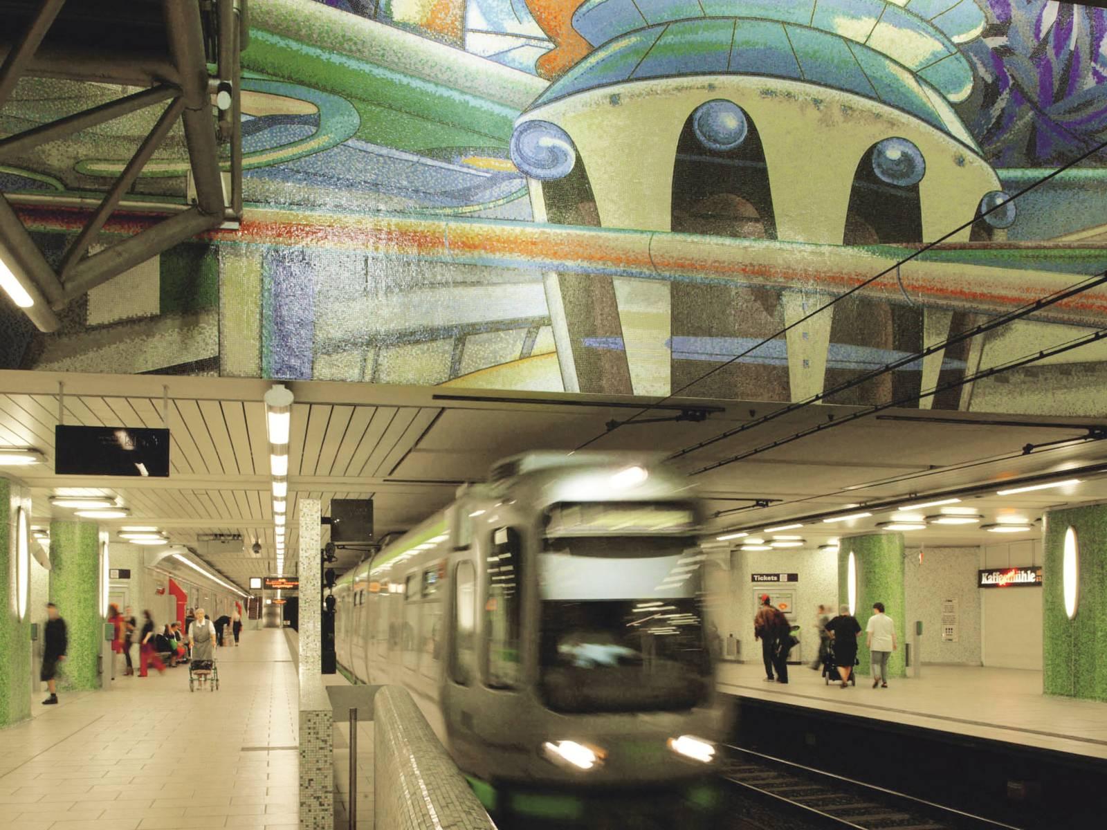 Eine einfahrende U-Bahn.