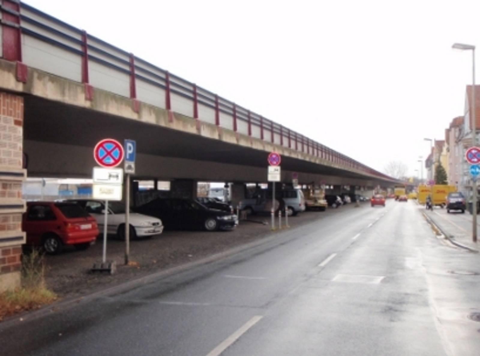 Brücke und Straße