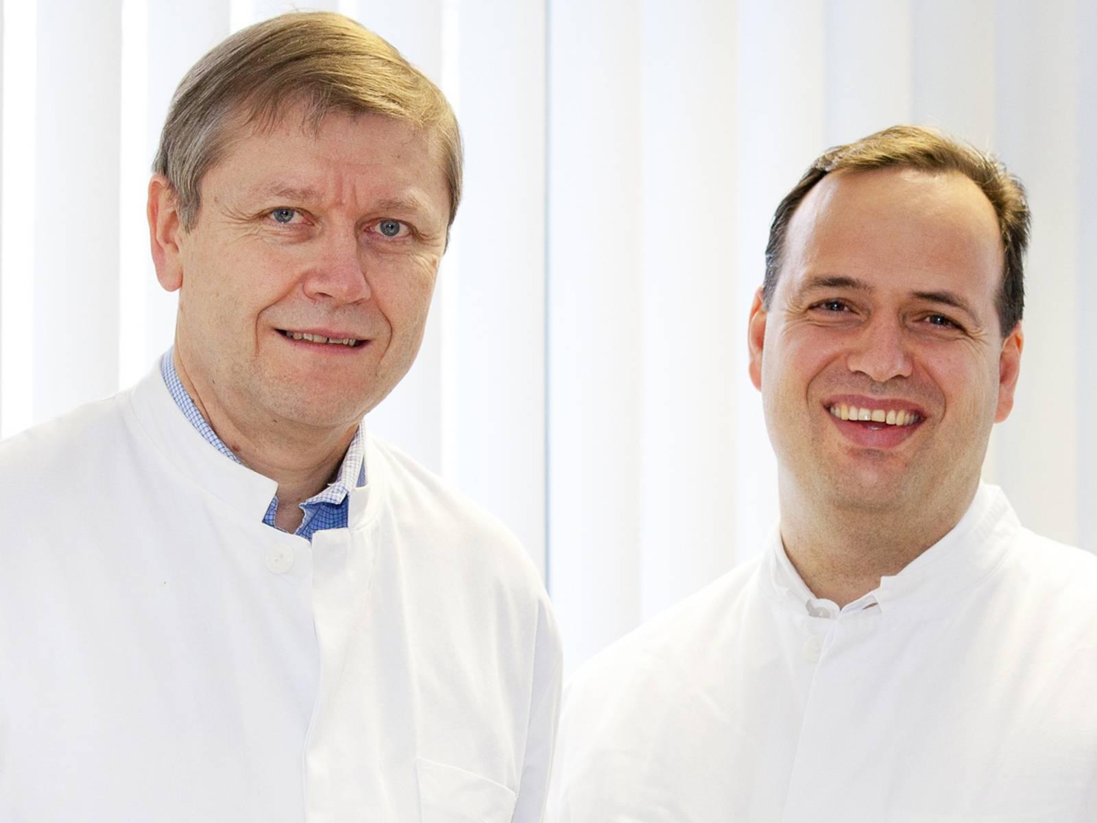 Zwei Männer in weißen Kitteln