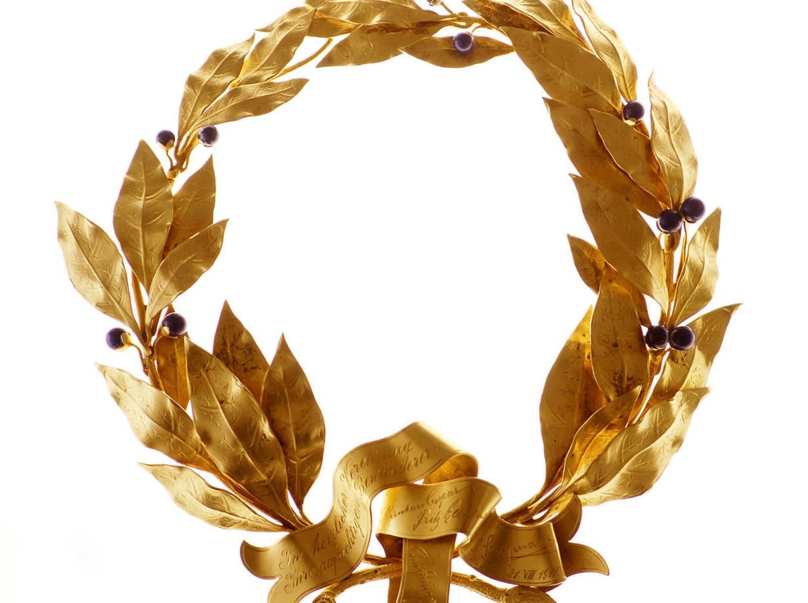 Ein goldener Lorbeerkranz: Das Motiv stammt aus einer Fotoserie von Dirk Meußling, das zum 80-jährigen Jubiläum des Theatermseums entstanden ist.