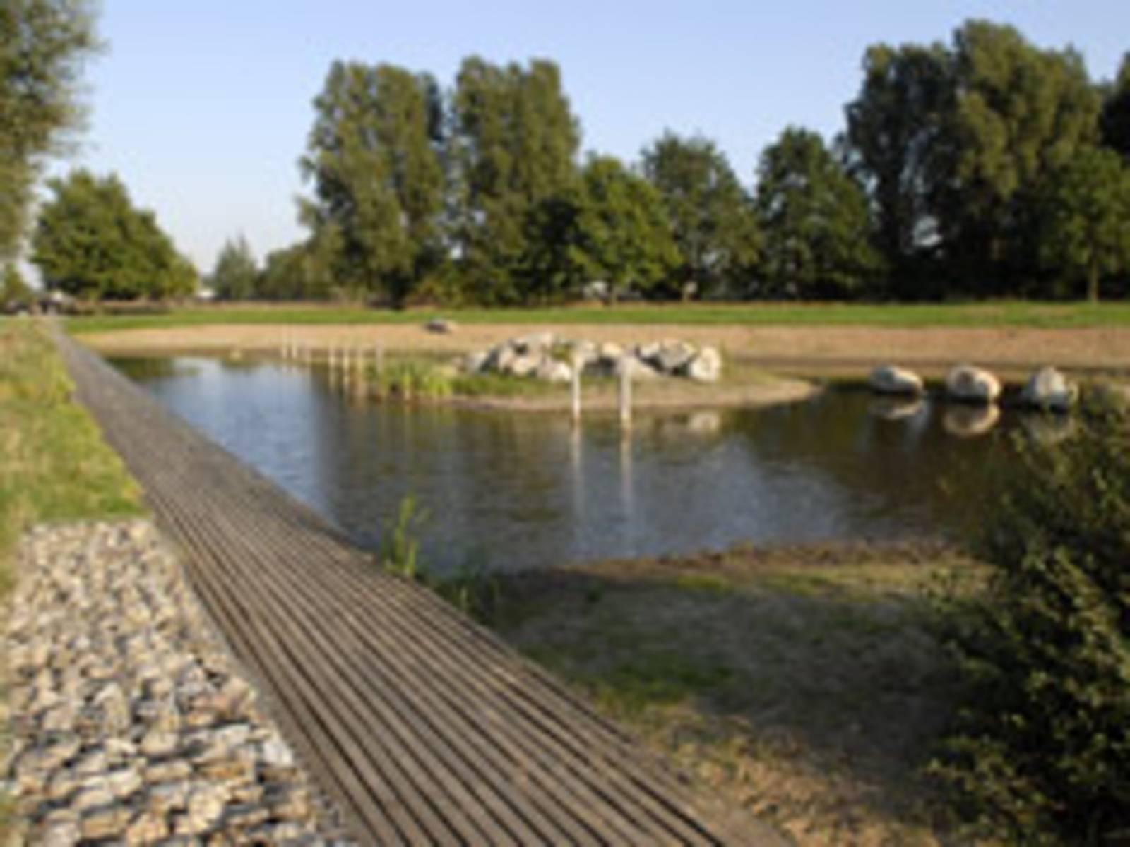 künstlicher See im Wietzepark
