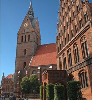 Die Marktkirche und das Alte Rathaus.