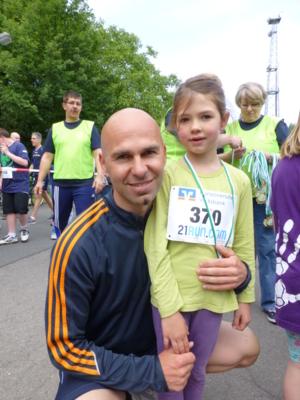 Vater und Tochter nach erfolgreichem Lauf