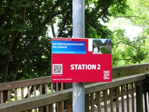 Ein Infoschild zum Hörspaziergang durch die Leineaue in Hannover-Döhren