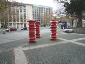 Drehbare Schrauben (1971 von HAWOLI - Hans-Wolfgang Lingemann, niedersächsischer Maler und Bildhauer)