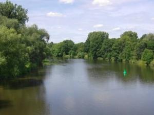 Linden Blick auf die Leine von der Dornröschenbrücke