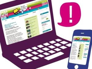 Die Startseite des Internet-Forums zu Familienthemen wird von einem Laptop und einem Smartphone angezeigt.