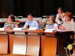 v.l.: Ratsfrau Markowis, die beratenden Mitglieder Anton Rayesh und Zeliha Karaboya, Birgit Steckelberg (hintere Reihe), Gunda Pollok-Jabbi (Die Linke)