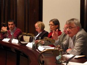 Von links nach rechts die eingeladenen Expert/innen: Petjon Mata, Dr. Marcus Hoppe, Linda Wilken, Harald Bremer und Eberhard Hoffmann.