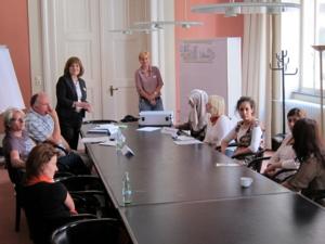 """Foto von den Teilnehmerinnen und Teilnehmern des Workshops """"Frühe Bildung""""."""