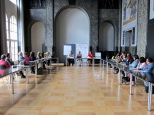 """Foto von Teilnehmerinnen und Teilnehmern des Workshops """"Mehrsprachigkeit als Chance im Bildungsverlauf"""""""