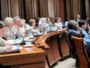 Bild von Zuhörerinnen und Zuhörern während des Vortrags