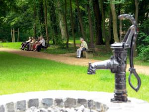 Ausruhen im Park des Pflegezentrums Heinemanhof