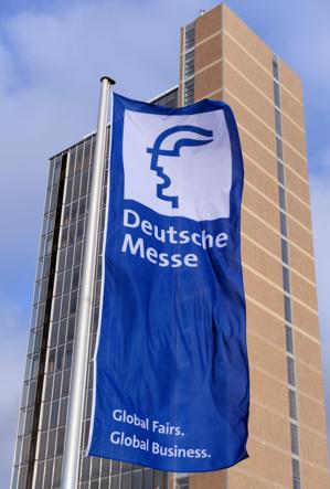 """Fahne mit dem Aufdruck """"Deutsche Messe"""""""
