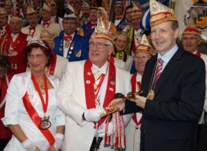 Oberbürgermeister Stefan Schostok mit dem Prinzenpaar