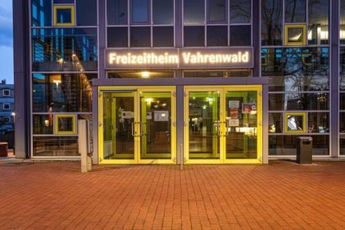 FZH Eingang abends