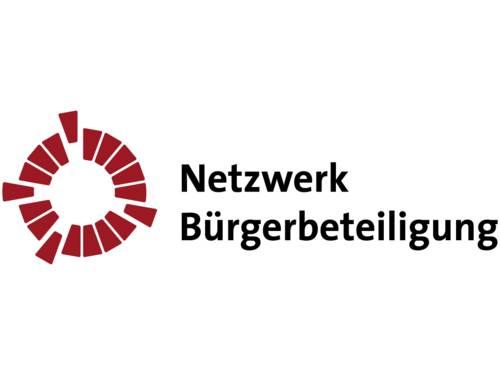 Das Logo des Netzwerkes Bürgerbeteiligung: Der Name und ein grafisches Gebilde.