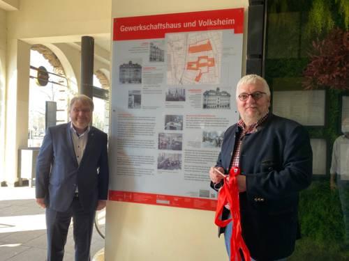 Einweihung der Informationstafel am alten Gewerkschaftshaus in der Goseriede 4