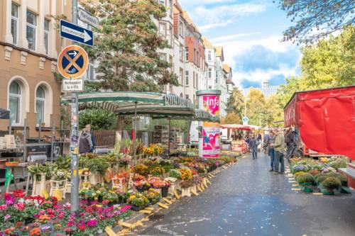 Der Wochenmarkt am Pfarrlandplatz.