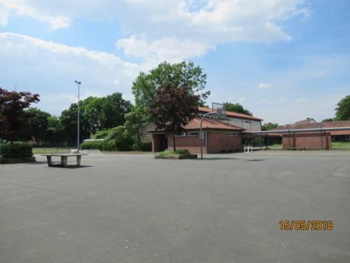 Gepflasterter Schulhof in Garbsen