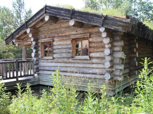 Blockhaus mit begrüntem Dach