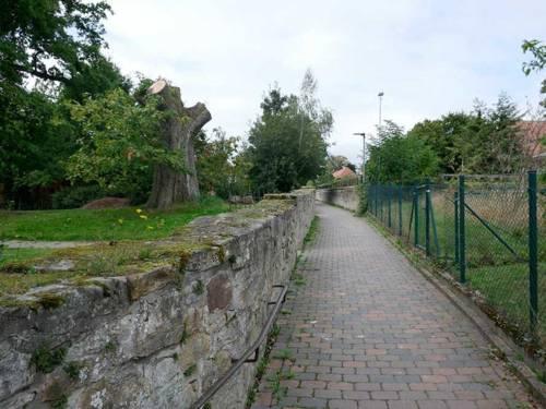 Hermannshof /Fußgänger-Passagen im Dorf Völksen