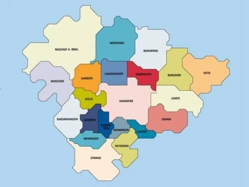 Eine Karte (gezeichnet) der 21 Städte und Gemeinden der Region Hannover.