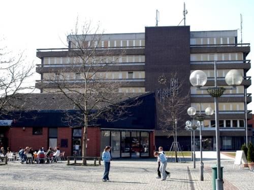 Rathaus der Stadt Sehnde - mehrgeschossiges Gebäude mit Flachdach