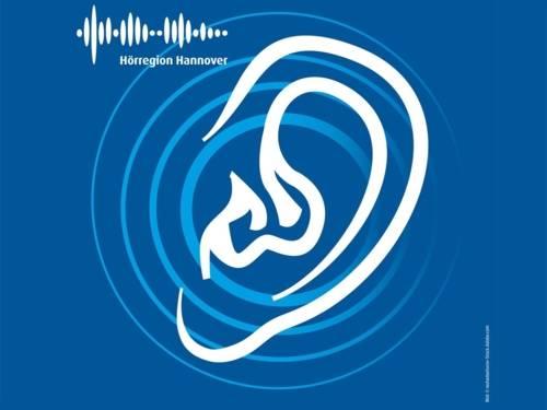 """Ein gezeichnetes Ohr plus Aufschrift """"Hörregion Hannover"""" auf blauem Hintergrund."""